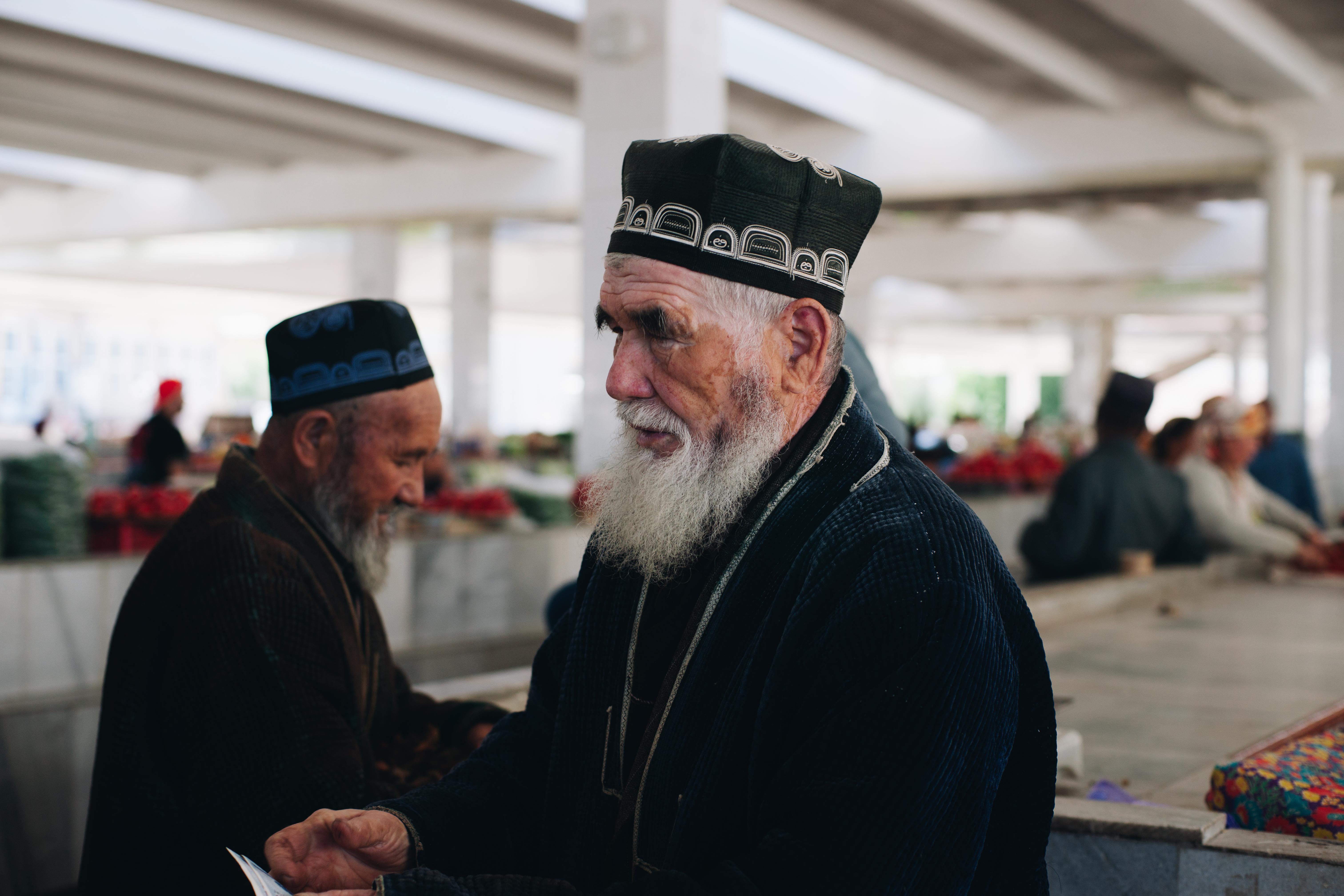 uzbekistan mężczyzna w tradycyjnej czapce